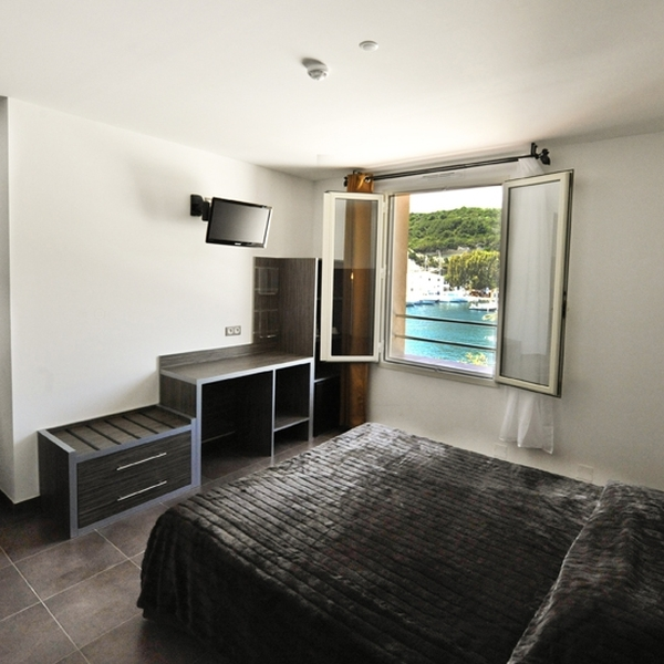 guide gay de bonifacio misterb b. Black Bedroom Furniture Sets. Home Design Ideas