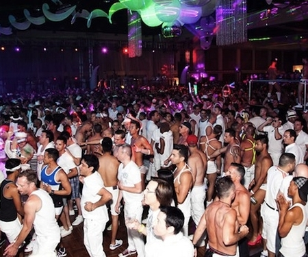 J-10 avant la White Party de Palm Springs.