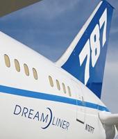 L'avion star de Boeing atterrit pour la première fois en Europe