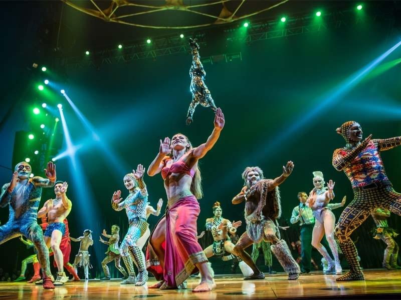 OSA Images / Costumes: Kym Barrett / ©2010 Cirque du Soleil Inc