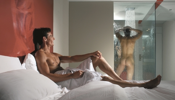 "Wanna spend your afternoon at the hotel, discreetly? Think ""day use""!"