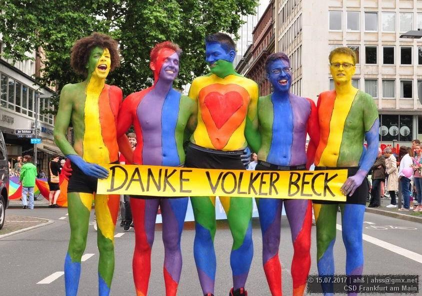 día del orgullo gay 2019 crucifijos