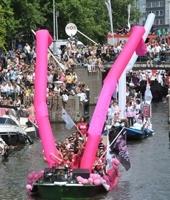 Cet été, direction Amsterdam, pour la gay pride sur les canaux !