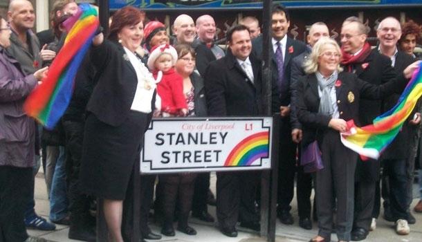 A Liverpool, les noms de rue du quartier gay aux couleurs arc en ciel