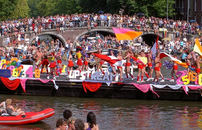 Amsterdam Gay Pride : Jew and Moroccan floats to join the Parade