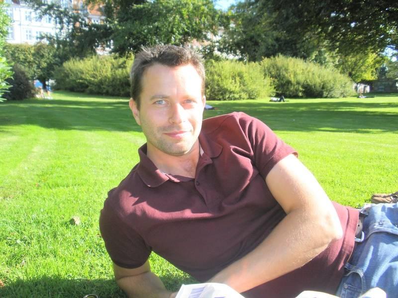 Host Story Vienna: Homens gay têm bom coração!